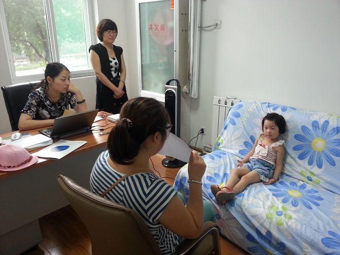 济南儿童听力康复指导会患儿照片