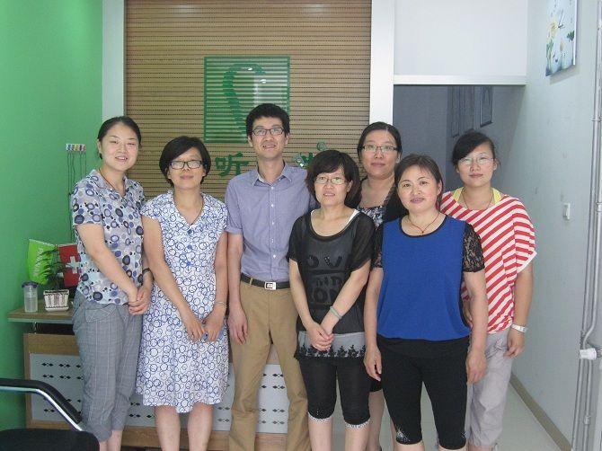 济南儿童听力康复指导会参会验配师、助听器厂家代表合影